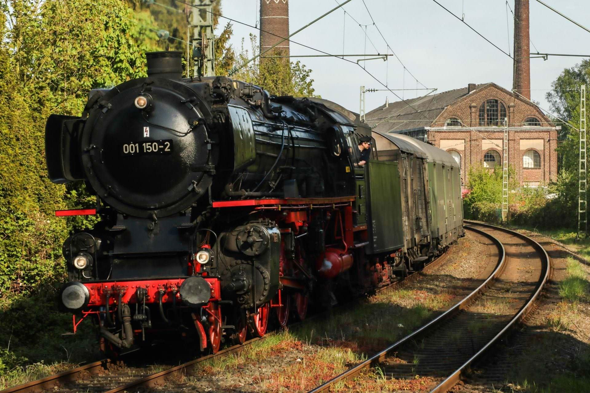 Dann kam 01 150 mit dem Sonderzug von Hattingen nach Hanau durch