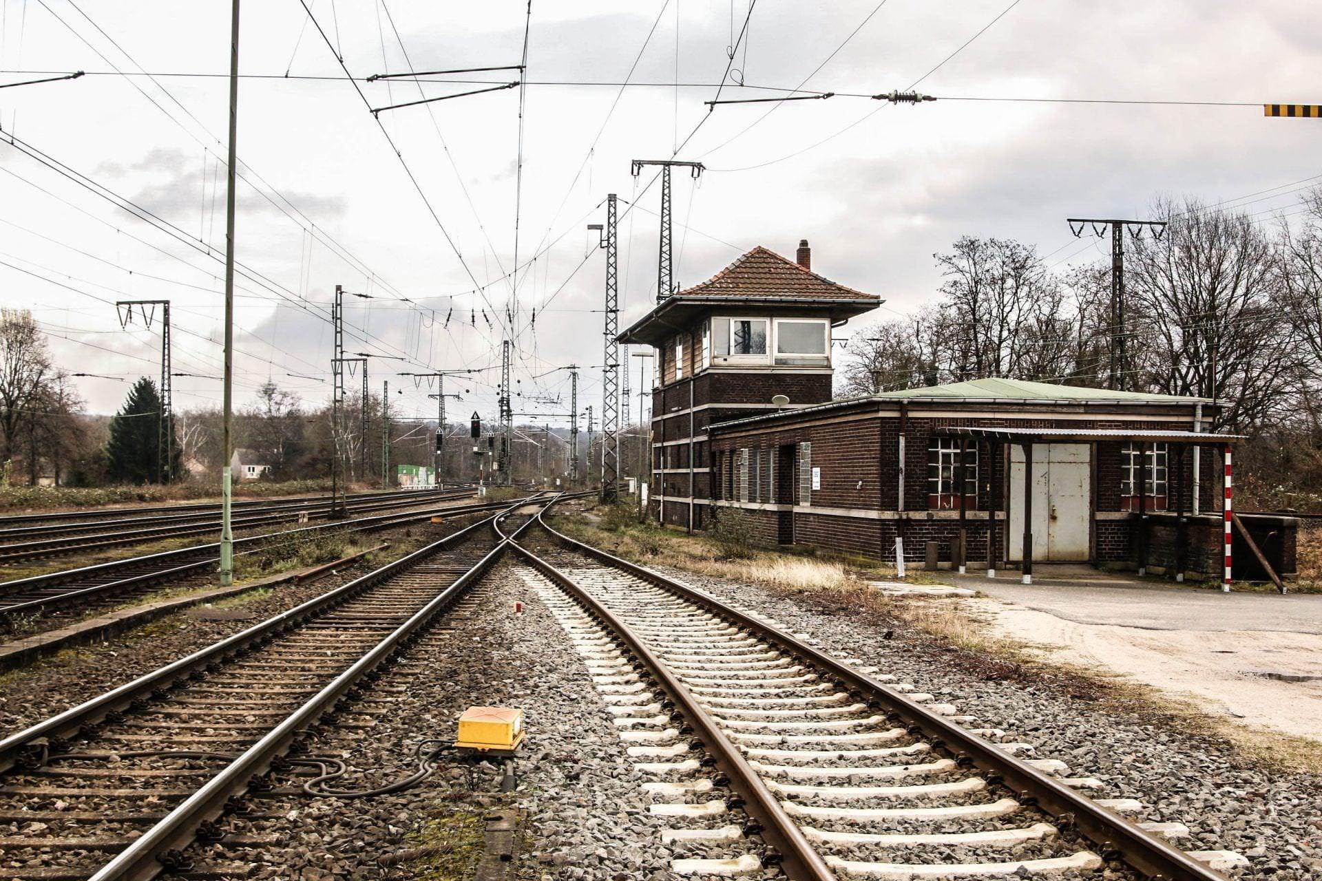 """Bahnhof Duisburg Hochfeld Süd Vorbahnhof mit dem ehemaligen Stellwerk """"Hd"""""""